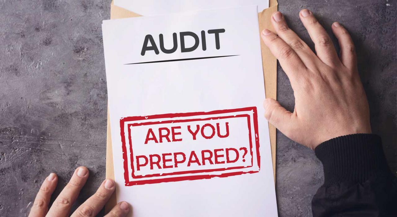Imagen de un papel y un sobre en el que pone auditoria y Are your prepared