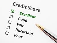¿Cómo se determina el coste financiero de las deudas y de los fondos propios de una empresa?