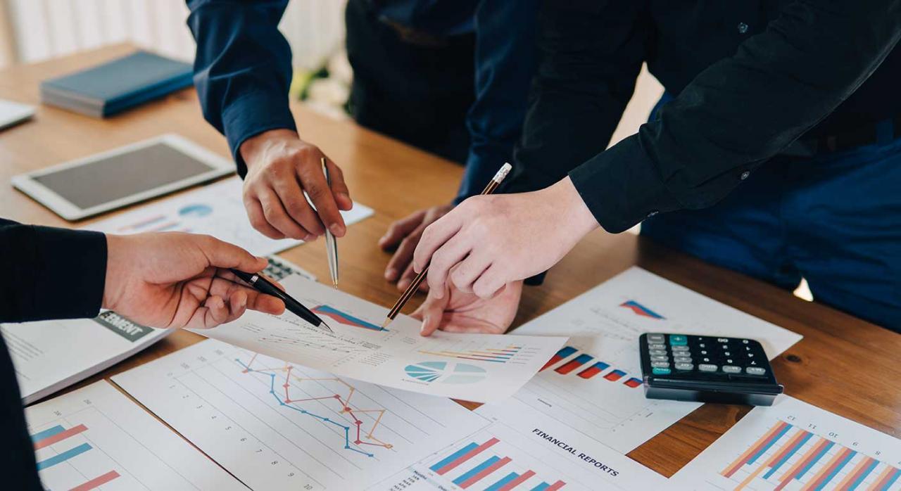 Excel. Imagen de una reunión de trabajadores