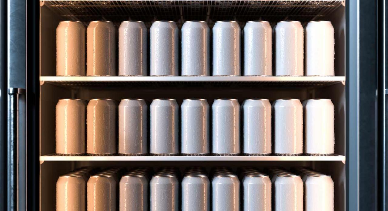 Como contabilizar la adquisición de inmovilizado con cesión a clientes. Imagen de latas de bebidas en un refrigerador